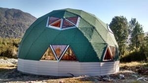 Domo Geodésico 10 mt de diámetro , Forro Zócalo con fibrocemento y la cúpula con tejuela asfáltica.
